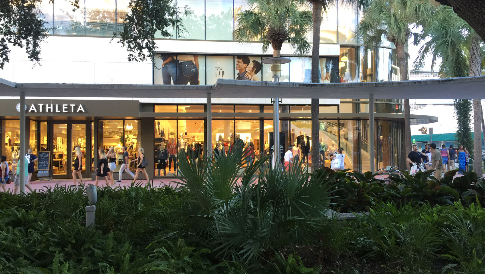 Athletica Store on Lincoln Road
